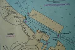 10  fragment mapy morskiej z naniesionymi znakami nawigacyjnymi
