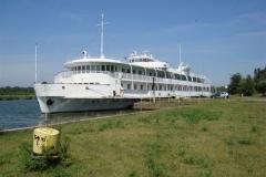 27. statek hotelowy w zalesiu