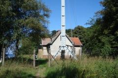 1. cheminek dawna stacja nautyczna i maszt radiowy